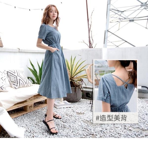 《DA7508-》高含棉直條紋腰鬆緊交叉露背洋裝 OB嚴選