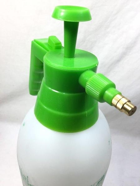 氣壓式噴霧器2.0L~澆花器 噴霧器 灑水器 澆水器 園藝 花灑《八八八e網購