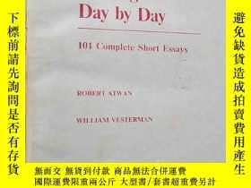 二手書博民逛書店Writing罕見Day by Day 101 Complete