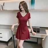 酒紅色洋裝 顯胸裙子女夏季赫本風v領修身顯瘦高腰短裙a字性感連身裙 Ballet朵朵