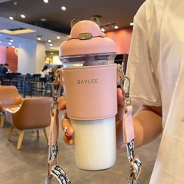 塑料吸管杯爆款高顏值水杯耐摔便攜大容量斜挎杯口紅杯 快速出貨