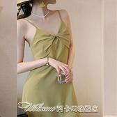 緞面扭結吊帶連身裙春裝2021年新款女早春法式復古小眾茶歇吊帶裙 阿卡娜