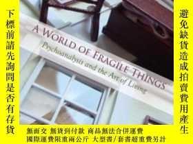 二手書博民逛書店A罕見World Of Fragile ThingsY25517