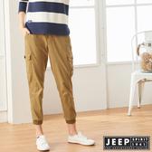 【JEEP】女裝 簡約休閒素面縮口長褲 (深咖啡)