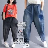 【YOUNGBABY中大碼】貼布深色印記鬆緊牛仔哈倫褲.共2色