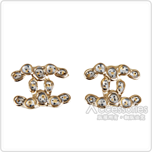 CHANEL 經典雙C LOGO點點設計金屬耳環(金)