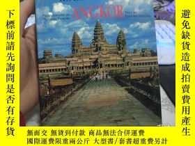 二手書博民逛書店Along罕見The Royal Roads To Angkor