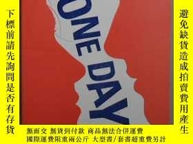 二手書博民逛書店英文原版罕見One Day by David Nicholls