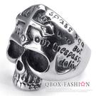 《 QBOX 》FASHION 飾品【R10022402】精緻龐克風經文十字架骷髏頭鑄造鈦鋼戒指/戒環