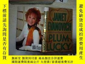 二手書博民逛書店Plum罕見Lucky (Stephanie Plum Between the Numbers) 李子幸運(斯蒂芬