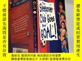 二手書博民逛書店the罕見sleepover club goes for goal 夜總會為了進球Y200392