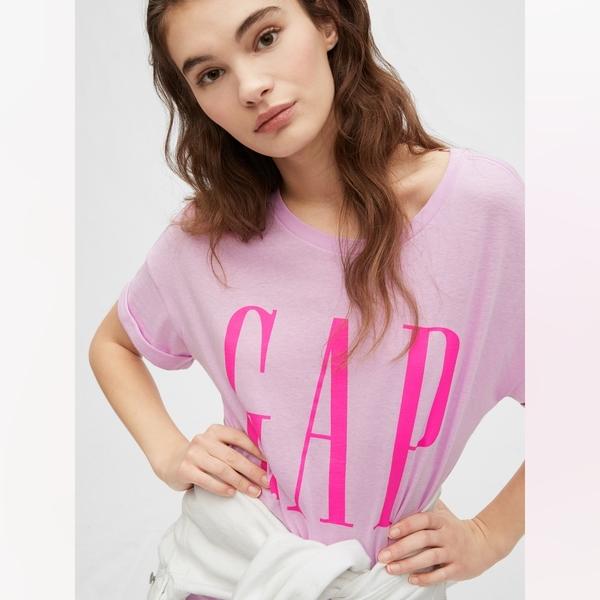 Gap女裝 Logo圓領純色短袖洋裝 582288-薰衣草色