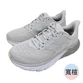 送贈品(C2) HOKA ONE ONE 女鞋 Arahi 5 寬楦 支撐 路跑鞋 慢跑鞋 扁平足HO1115013LRDR岩灰 [陽光樂活]