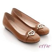 effie 俏麗悠活 真皮金屬飾綴鑽楔型低跟鞋 茶