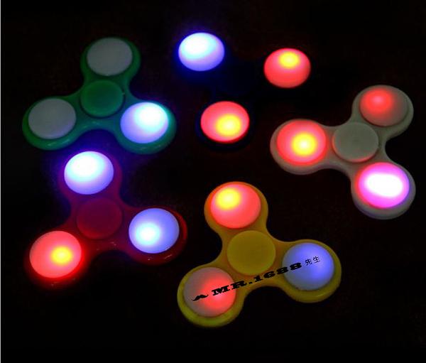 歐美熱銷三葉led夜光指尖陀螺 發光玩具 炫彩指尖陀螺【Mr.1688先生】