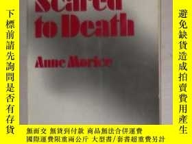 二手書博民逛書店英文原版罕見Scared to Death by Anne Mo