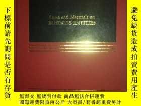 二手書博民逛書店Cases罕見and materials on BUSINESS