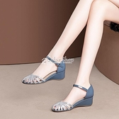 包頭坡跟女鞋夏季新款時尚格利特中跟鞋一字帶內增高鏤空涼鞋 快速出貨