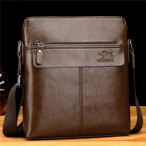 袋鼠男包單肩包側背包男士皮包商務休閒包包潮流豎款背包男公文包 范思蓮恩