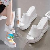 內增高鬆糕魚嘴涼鞋10CM坡跟厚底防水台白色夏季新款高跟女拖 【風之海】
