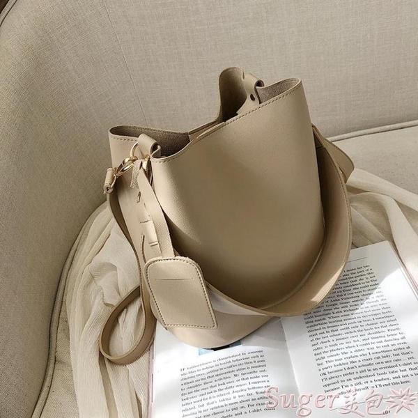 水桶包大容量包包女新款秋冬時尚寬帶簡約網紅水桶包韓版側背斜背包  新品