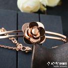【Sayaka紗彌佳】鏡花水月系列山茶花造型玫瑰金鋼飾手鍊