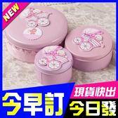 [全館5折-現貨] 中號 女寶寶 喜糖盒 可愛 粉色 嬰兒車造型 糖果盒 滿月小物 雜貨收納盒