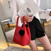 水桶包 單肩包包女2021新款潮韓版斜挎水桶包個性時尚小包毛球百搭手提包 百分百