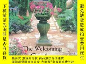 二手書博民逛書店The罕見Welcoming Garden : Designin