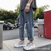 男生褲子ins原宿風潮流牛仔褲韓版寬鬆直筒乞丐褲春季破洞九分褲 阿卡娜