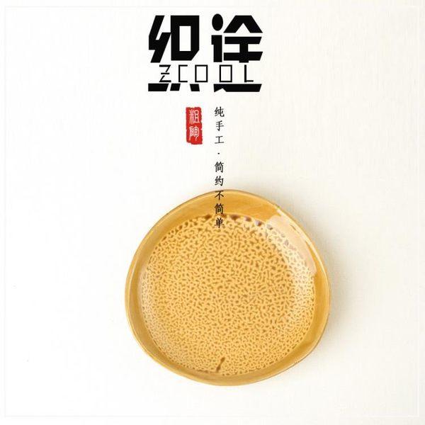 [超豐國際]創意粗陶三角盤子 特色火鍋雞公煲專用配菜盤陶瓷水