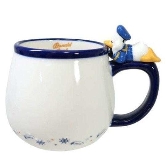 小禮堂 迪士尼 唐老鴨 造型陶瓷馬克杯 咖啡杯 茶杯 陶瓷杯 340ml (藍白 杯邊玩偶) 4942423-25844
