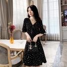 法式赫本風小黑裙夏季收腰顯瘦氣質輕熟超仙波點v領雪紡洋裝女 小艾新品