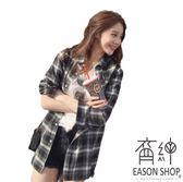 EASON SHOP(GU5489)長袖小清新黑白格子長袖襯衫格紋女上衣服原宿復古寬鬆長版中長款薄外套