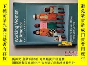 二手書博民逛書店WORKING罕見WOMEN IN AMERICA: SPLIT