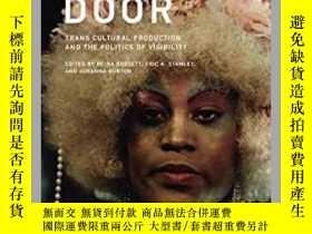 二手書博民逛書店Trap罕見Door: Trans Cultural Production and the Politics of