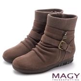 MAGY 暖冬時尚 扣環拉鍊平底麂皮內增高襪靴-可可