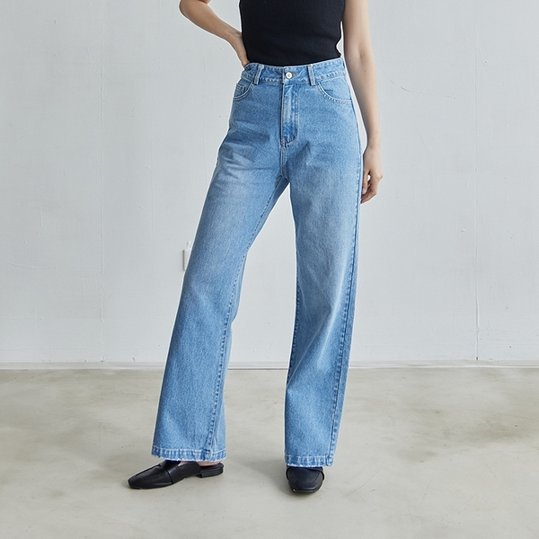 Queen Shop【04011490】刷色直筒寬版牛仔褲 S/M/L*現+預*