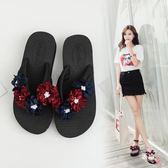 優惠持續兩天-拖鞋女夏時尚中跟涼拖外穿花朵人字拖防滑2018新款海邊chic沙灘鞋