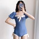 2021新款泳衣女遮肚顯瘦保守連體學生INS超仙少女短袖溫《蓓娜衣都》