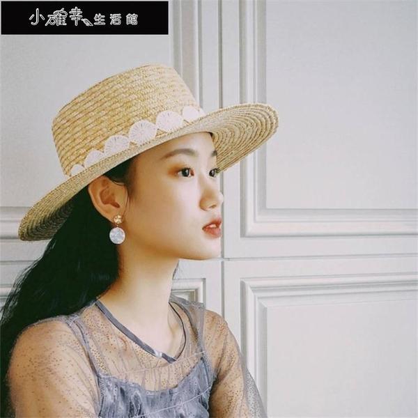 沙灘帽 帽子女法式赫本風鉤花蕾絲平頂麥稈草帽女夏天出游大沿沙灘遮陽帽 快速出貨