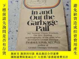 二手書博民逛書店In罕見and out the Garbage pail:進出垃