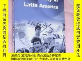 二手書博民逛書店Democracy罕見in Latin America 拉丁美洲