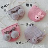 【免運快出】 韓版兒童寶寶單肩斜背包包櫻桃毛球小跨包羊羔毛兔子女童零錢包 奇思妙想屋