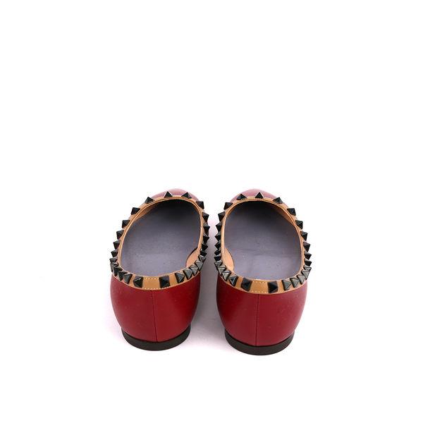 【Valentino】羊皮尖頭黑鉚釘ROCKSTUDS平底鞋(酒紅+焦糖邊) JW2S0403VHE B52
