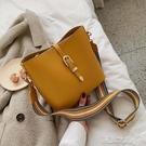 水桶包 今流行的包包女新款時尚單肩斜挎包韓版百搭水桶包 快速出貨