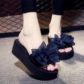 夏季涼拖鞋女外穿高跟一字拖蝴蝶結防滑坡跟厚底海邊度假沙灘鞋免運直出 交換禮物