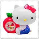♥小花花日本精品♥ Hello Kitty 抱蘋果 側姿 立體 造型 鬧鐘/時鐘+存錢筒 撲滿 22000309