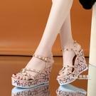 新款夏季涼鞋超高跟女厚底楔形露趾鉚釘厚底涼鞋防水台百搭宴會女鞋
