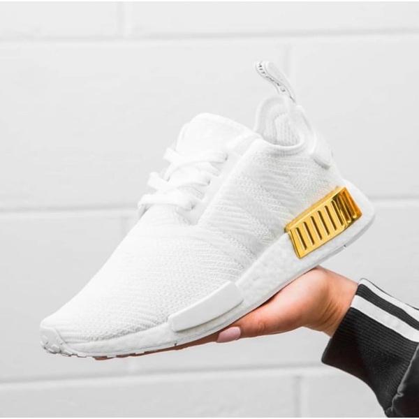 【一月大促現貨折後$2880】adidas NMD_R1 BOOST底 舒適 女鞋 慢跑 休閒 柔軟 支撐 舒適 白金 EG6703